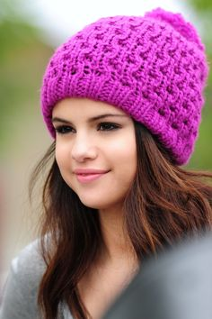 Selena Gomez idk why but i love this pic. Selena Gomz, Selena Gomez Cute, Selena Gomez Outfits, Selena Gomez Pictures, Selena Gomez Style, Selena Gomez Photoshoot, Selena Gomez Wallpaper, Good Birthday Presents, Marie Gomez