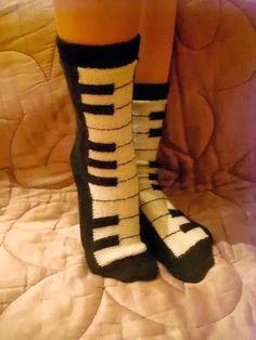 Sweet home : Vahvad sokid ja sukad Crochet Scarf Diagram, Crochet Socks Pattern, Crochet Boots, Knit Crochet, Knitting Socks, Hand Knitting, Knitted Slippers, My Socks, Dress Sewing Patterns