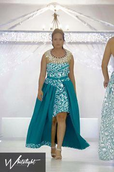 Island Wear, Island Outfit, New Dress Pattern, Dress Patterns, Polynesian Dresses, Samoan Women, Samoan Dress, Samoan Designs, Unicorn Dress