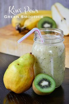 Green smoothie recipes 392376186283932007 - Light and refreshing, this Kiwi Pear Green Smoothie is a delicious way to eat more fruit! Only four ingredients stand between you and a great morning. Source by babaherbgal Avocado Smoothie, Smoothies Kiwi, Smoothie Legume, Green Detox Smoothie, Smoothie Prep, Green Smoothie Recipes, Breakfast Smoothies, Smoothie Drinks, Healthy Smoothies