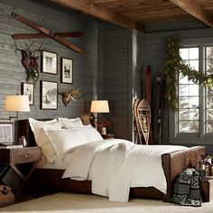 We already choose Extremely cozy and rustic cabin style living rooms, bedroom and overall Home Interior Design Inspirations. Each space differs, just with the appropriate furniture, you can readily… Rustic Winter Decor, Modern Cabin Decor, Modern Rustic, Rustic Contemporary, Small Cabin Decor, Rustic Blue, Rustic Colors, Sweet Home, Farmhouse Master Bedroom