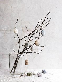 Virkatut pääsiäismunat - katso helppo ohje! Hyödynnä langanloput virkkaamalla niistä suloisia minimunia.