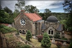 Elizabeth of Hungary Catholic Church - Eureka Springs, Arkansas. Enter through the bell tower. Oh The Places You'll Go, Places To Travel, Places To Visit, Arkansas Vacations, Old Churches, Catholic Churches, Eureka Springs Arkansas, Place Of Worship, Kirchen