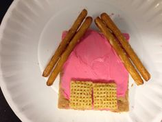 This tasty barn-shaped snack is a fun addition to a farm unit. Or it could easily be transformed into the home of one of the little piggies! Preschool Cooking, Preschool Snacks, Farm Projects, Preschool Projects, Farm Animals Preschool, Farm Lessons, Big Red Barn, Farm Activities, Summer Activities