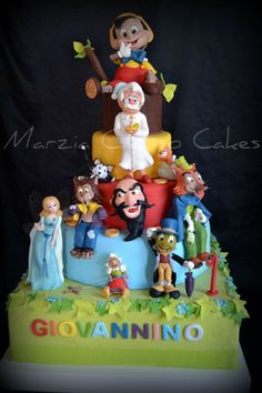 Marzia Caruso Cakes. #Disney, Pinocchio #cake. Looks like all the characters.
