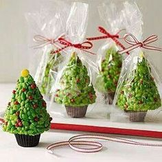 Savory and Sweet Food Gifts for the Holidays Rice Krispies Trees with a peanut butter cup for the base.very cute to go with a gingerbread house! haha or to just eat:) Christmas Sweets, Christmas Cooking, Noel Christmas, Christmas Goodies, Bubble Christmas, Christmas Treats For Gifts, Office Christmas, Xmas Food, Christmas Cakes