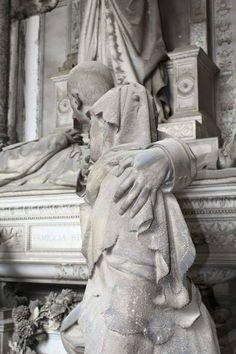 Particolare tomba Rivara