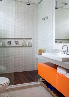Love the shower floor and vanity. Kitchen Room Design, Room Design Bedroom, Bathroom Interior Design, Cabinet Above Toilet, Sell My House Fast, Door Gate Design, Kids Bedroom Sets, Blog Deco, Room Setup