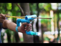 How to Make a Slingbow - Powerful Hunting Slingshot with Arrow Survival Weapons, Apocalypse Survival, Survival Tools, Survival Prepping, Tactical Survival, Wilderness Survival, Camping Survival, Outdoor Survival, Homemade Weapons