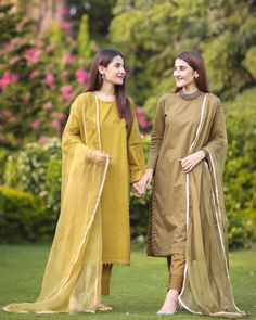 Best 12 Tag your sister/friend who loves wearing plain outfits 🌸🌸🌸 You guys might have realized that currently we both are obsessing over plain… Simple Pakistani Dresses, Pakistani Fashion Casual, Pakistani Dress Design, Pakistani Outfits, Indian Outfits, Pakistani Clothing, Pakistani Girl, Indian Gowns, Stylish Dresses For Girls