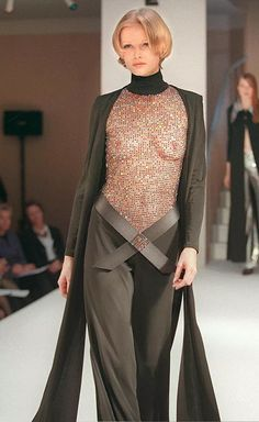 Модель во время показа Осень-зима 1997-98 французского дизайнера Пьера Кардена Pierre Cardin, Formal, Style, Fashion, Preppy, Swag, Moda, Fashion Styles, Fashion Illustrations