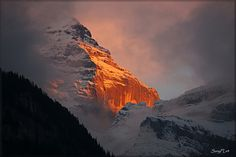 Lauterbrunnen, Switzerland   阿尔卑斯 少女峰的日落 - 央行 - 中央人民银行