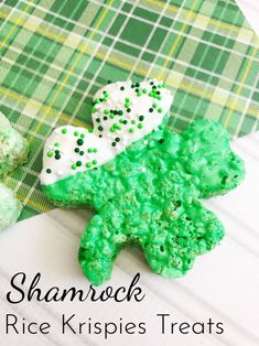 Sweet, chewy and crispy, Shamrock Rice Krispies Treats are a simple and delicious way to celebrate St. Patrick's Day with the kids! Rice Crispy Treats, Krispie Treats, Rice Krispies, Holiday Treats, Holiday Recipes, Holiday Gifts, Rice Recipes For Dinner, Breakfast Recipes, Dessert Recipes