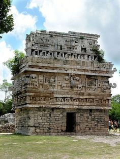 Chichen Itza, is a large Maya city in Mexico. Ancient Buildings, Ancient Architecture, Gothic Architecture, India Architecture, Mayan Ruins, Ancient Ruins, Ancient Greek, Places To Travel, Places To Visit