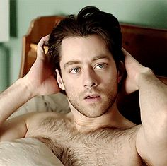 Richard Rankin as Rroger tumblr_nqu6dwAgfR1tk22j8o1_400.gif (268×267)