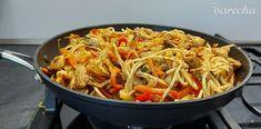 Opekaná zelenina s kuracím mäsom a rezancami (fotorecept) - recept   Varecha.sk Japchae, Good Food, Treats, Ethnic Recipes, Diet, Red Peppers, Sweet Like Candy, Goodies, Sweets