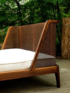 40 modern rattan bed frame design ideas Source by kernsavery Funky Furniture, Home Furniture, Furniture Design, Furniture Ideas, Bed Frame Design, Bed Design, Rattan Bed Frame, Modern Wood House, Living Room Decor