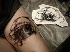 Si te gusta la fotografía, vas a disfrutar estos tatuajes de cámaras… …