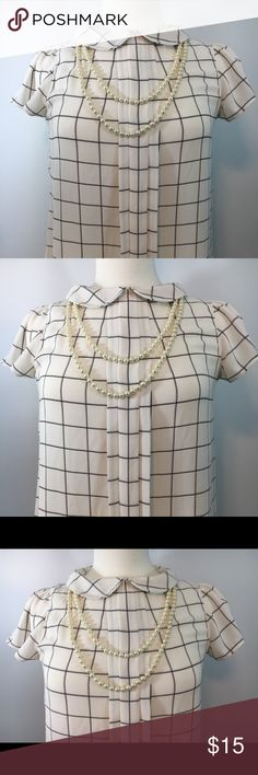 Ann Taylor Blouse! Size XSmall White & Black Ann Taylor Blouse! In Excellent Condition. Great for any occasion. Ann Taylor Tops Blouses