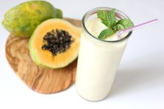 Papaya Ginger Mint Smoothie: Nothing beats a smoothie on a hot day. Not only will this papaya ginger mint smoothie keep you cool, it's good for your gut! Papaya helps you debloat, while the ginger and mint help to calm your stomach. High Protein Smoothies, Mint Smoothie, Smoothie Drinks, Detox Smoothies, Tofu Smoothie, Yummy Smoothies, Healthy Drinks, Healthy Snacks, Healthy Eating