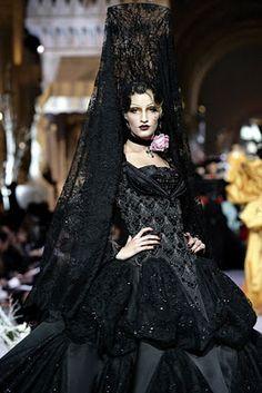 Historia de la Moda y los Tejidos: EL TOCADO À LA FONTANGE Y LA PEINETA ESPAÑOLA