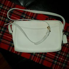 ❤️Coach bag Authentic, color: bone, shoulder strap can carry as cross-body bag; zipper pocket inside; used only a few times with very little signs of wear Coach Bags