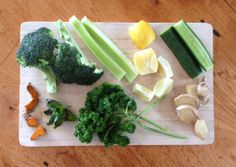 Broccoli, Parsley, Basil & Turmeric Juice Turmeric Juice, Parsley, Celery, Broccoli, Basil, Vegetables, Ethnic Recipes, Food, Essen