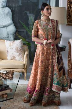Pakistani Fancy Dresses, Pakistani Wedding Dresses, Bridal Wedding Dresses, Bridal Outfits, Bridal Dresses Online, How To Look Classy, Dress Making, Indian Fashion, Mehndi