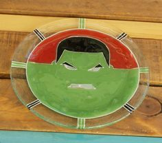 Plato Hulk  Vitrofusión - Fused glass - Fusing Medida: 24 cm  Espesor: 6 mm