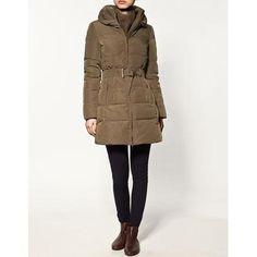 ANORAK* Esquimal o blusón con capucha, que sirve para proteger del frío.