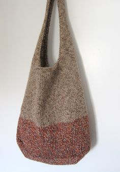 Lisa's Summer Commitment bag has just been added to Ravelry! This is a larger version of our Summer Fling Bag. It is the perfect bag for strolling around town, going to market, or a day at th… Purse Patterns Free, Bag Pattern Free, Easy Knitting Patterns, Tote Pattern, Diy Bags Patterns, Pattern Ideas, Lace Knitting, Crochet Market Bag, Crochet Tote