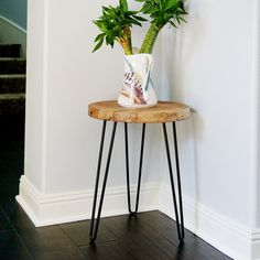 Take a peek at our niche site for a whole lot more relating to this delightful photo Wood End Tables, Small Tables, Metal And Wood Bench, Diy Wooden Projects, Diy Home Decor, Room Decor, Muebles Living, Wood Plant Stand, Petites Tables