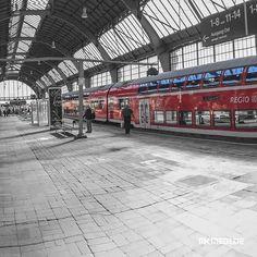 Markus Medinger Picture of the Day | Bild des Tages 19.01.2018 | www.mkmedi.de #mkmedi  #hauptbahnhof #mainstation Part III  #karlsruhe #badenwuerttemberg #germany #deutschland  #instagood #photography #photo #photographer #exposure #composition #focus  #stuttgartblick #stuttgartlikeNY #nyfeelings #mainstation  #urbancity #urban #streetphotography  #365picture #365DailyPicture #pictureoftheday #bilddestages  @badenwuerttemberg @visitbawu @0711stgtcty @deinstuttgart @0711stgtcty…