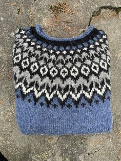 Ravelry: saritarii's Riddari Fair Isle Knitting Patterns, Knitting Designs, Knitting Projects, Knitting Wool, Hand Knitting, Icelandic Sweaters, Nordic Sweater, Lana, Knitted Hats