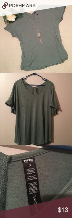 🎉HP🎉Dark green v- neck t shirt 2x dark green v-neck tee shirt really comfy ❤️host pick 9/19 everything plus size Tops Tees - Short Sleeve