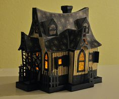 Paper crafting: Bewitched Cabin for the DGDs because they LOVE spiders! Casa Halloween, Halloween Village, Halloween Doll, Halloween Haunted Houses, Halloween Projects, Halloween Cards, Halloween Decorations, Halloween Witches, Happy Halloween