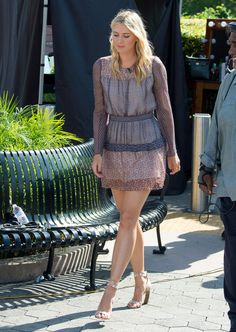 Maria Sharapova – 'Extra' in Los Angeles, September 2015