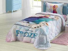 O edredom inspirado no filme Frozen, conta com estampa do adorável e divertido boneco de neve Olaf, com as princesas Elza e Anna, esquiando na neve. Em delicados tons de azul e rosa, é perfeito para aquecer e decorar o quarto das meninas!