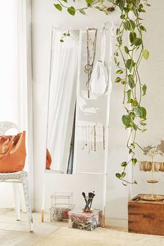 Leni Leaning Mirror - Urban Outfitters