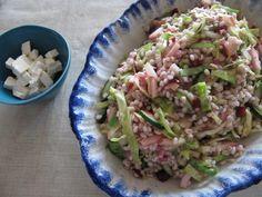 Perlebygsalat med spidskål og bærvinaigrette
