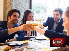 CERVEZA BUCANERO TE PLATICA ¿Es cierto que la cerveza aumenta el erotismo? Christian Rudder, investigador de la Universidad de Harvard, afirma que beber cerveza motiva el erotismo en la primer cita, sin importar si eres hombre y mujer. Reduce tus inhibiciones pues crea un efecto relajante y por cada cerveza que se bebe aumenta la habilidad de socializar, reír más y de sentir mayor confianza. Recuerda al beber no te excedas. www.cervezasdecuba.com
