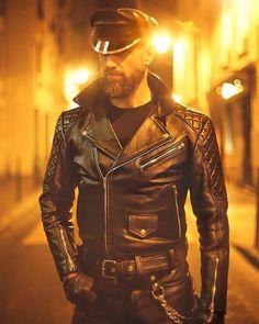 """Mi piace"": 380, commenti: 6 - Mr Leather FRANCE 2015 (@mr_leather_france_2015) su Instagram: ""LIGHT YEARS #leatherfetish #muircap #leatherman #leatherjacket #leatherpants #leathermodel…"""
