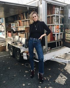 """""""If you want to sell all your books, you need to find the appropriate pose and look super serious on it  #labrocante"""""""
