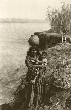 File:Mohave (Mojave) woman carring water-Edward S Curtis Collection.jpg
