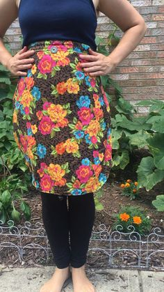 Apron Pattern Free, Sewing Patterns Free, Clothing Patterns, Dress Patterns, Retro Apron Patterns, Vintage Apron Pattern, Pocket Pattern, Easy Sewing Projects, Sewing Projects For Beginners