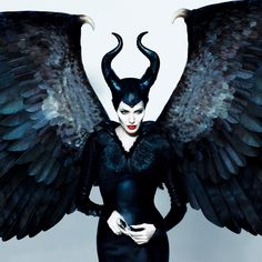 Angelina Jolie in Maleficent, Maleficent Halloween Costume, Angelina Jolie Maleficent, Maleficent Movie, Halloween Kostüm, Maleficent 2014, Diy Maleficent Horns, Maleficent Makeup, Maleficent Cosplay, Superhero Costumes Female