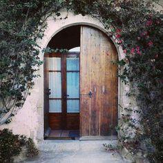 Envy-Inducing Entrances