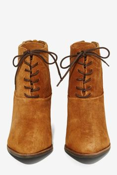 Lace-Up Leather Boot - Brown ==