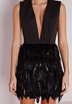 Missguided - Premium Feather Skirt Plunge Dress Black