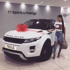 Imagem de car, girl, and range rover Hummer H2, Fancy Cars, Cool Cars, My Dream Car, Dream Cars, Moto Design, Auto Girls, Cars For Girls, Car For Teens